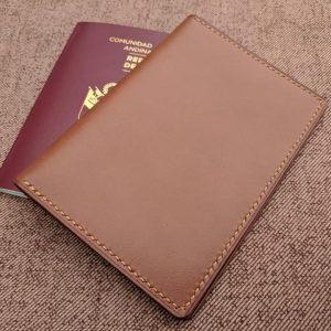 Porta pasaporte Caramelo
