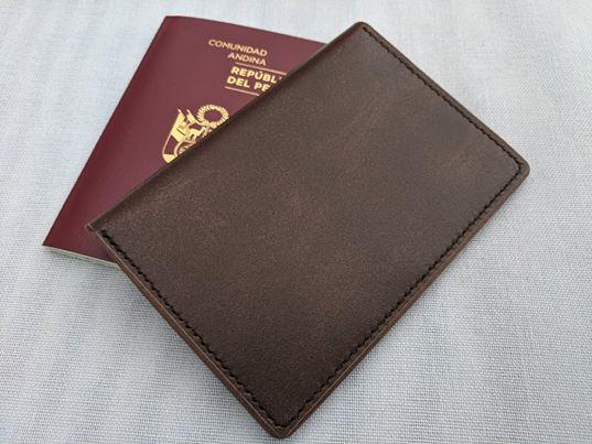 Porta Pasaporte Marron 1